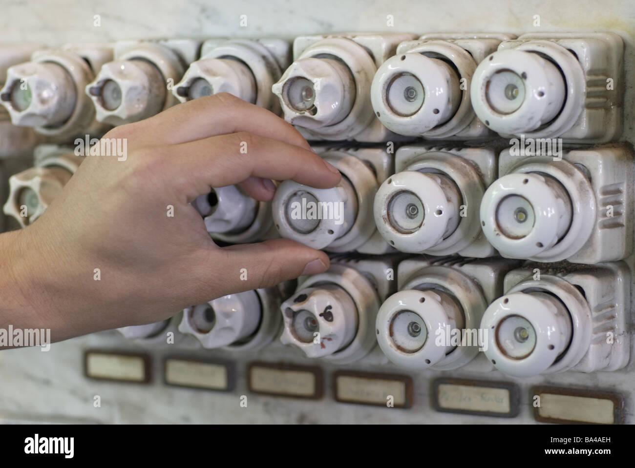 Schutzschalter Kasten alte Detail Schraubsicherung Porzellan Sockel ...