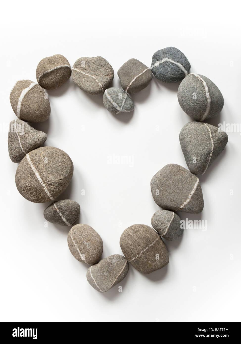 Felsen bilden eine Herzform Stockbild