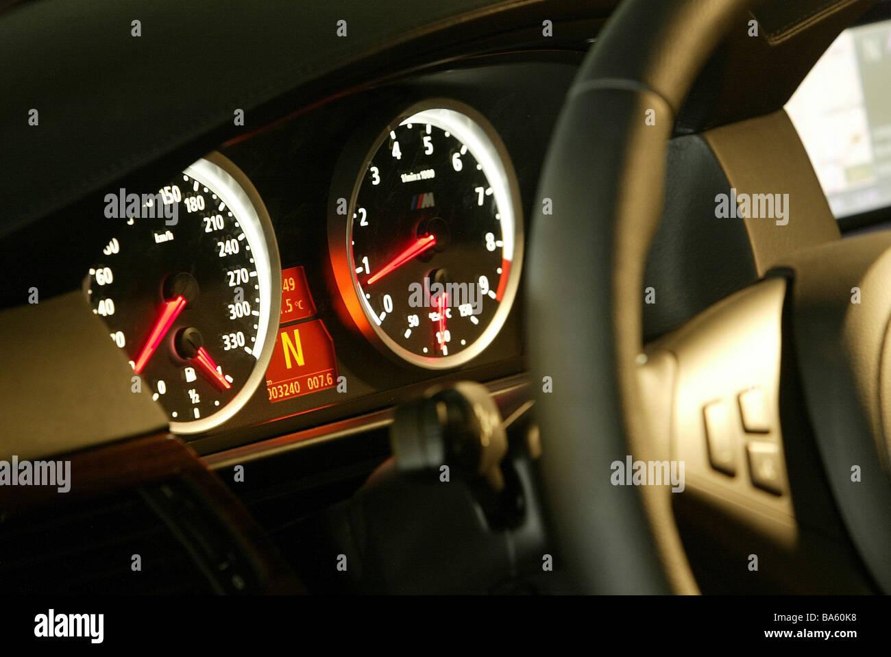 Auto Innen Cockpit Instrumente Tacho Tachometer Leuchtet Nacht Keine