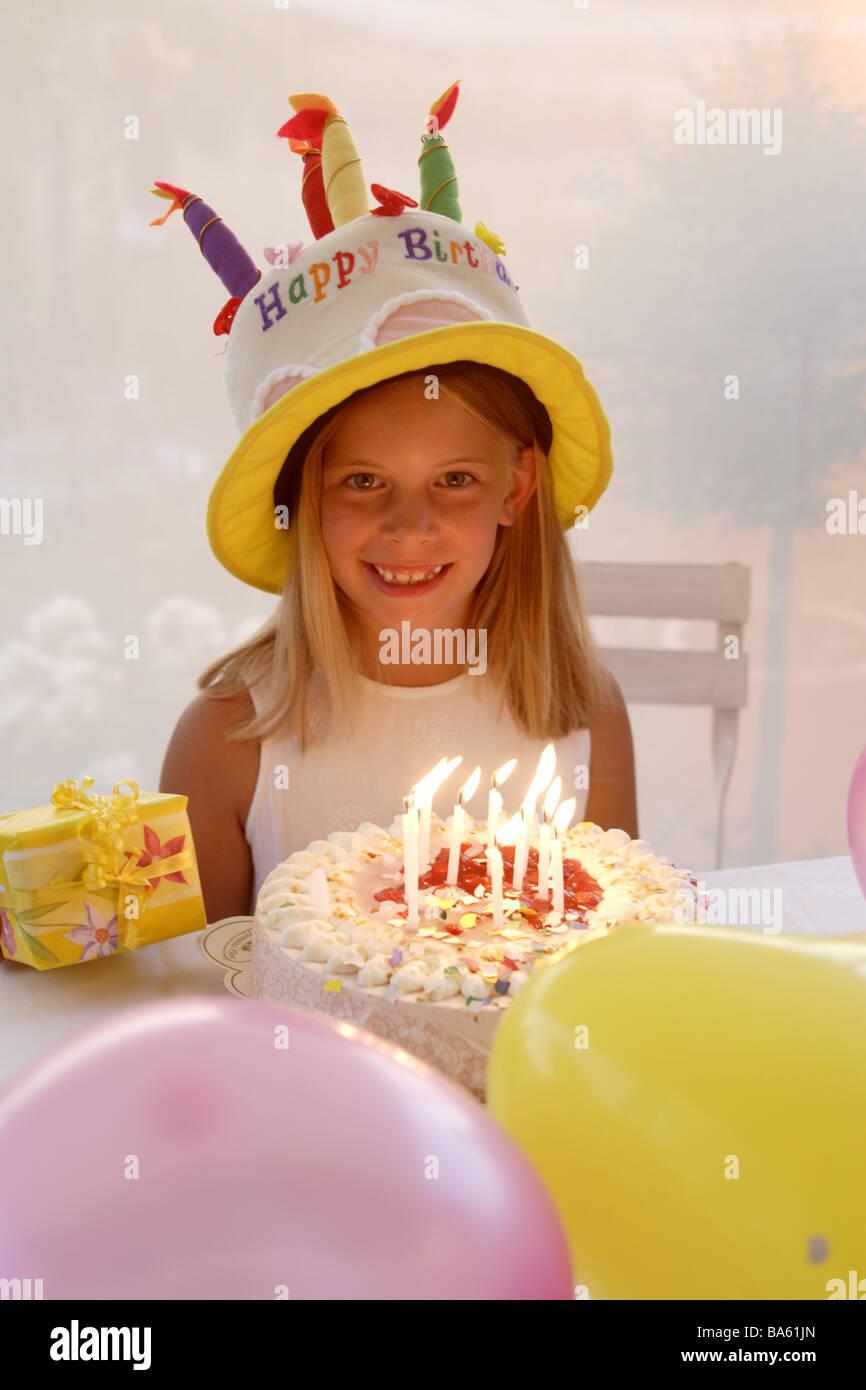 Partyhut Madchen Geburtstag Torte Geschenk Luftballons Lacht Detail