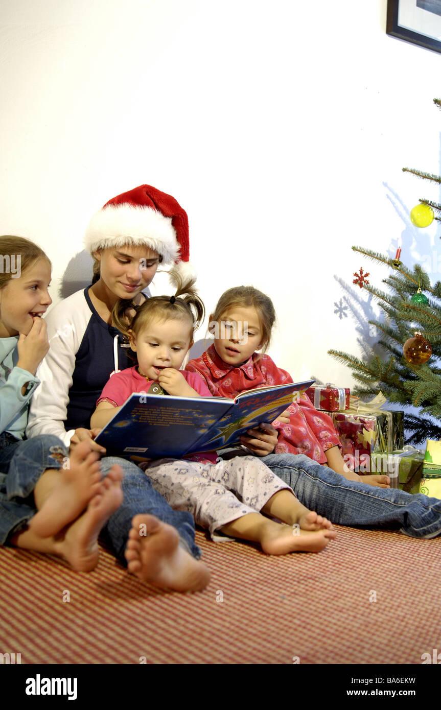 Weihnachten Heilig Abend liest Heiligabend Kinder fröhlich Teenager ...