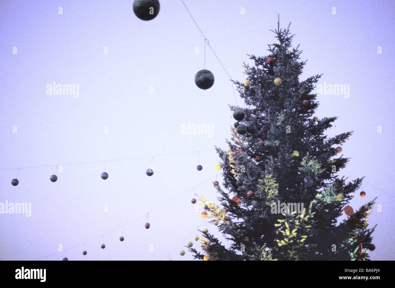 Tanne Saiten Weihnachtskugeln detail Verfremdet Weihnachten Zeit ...