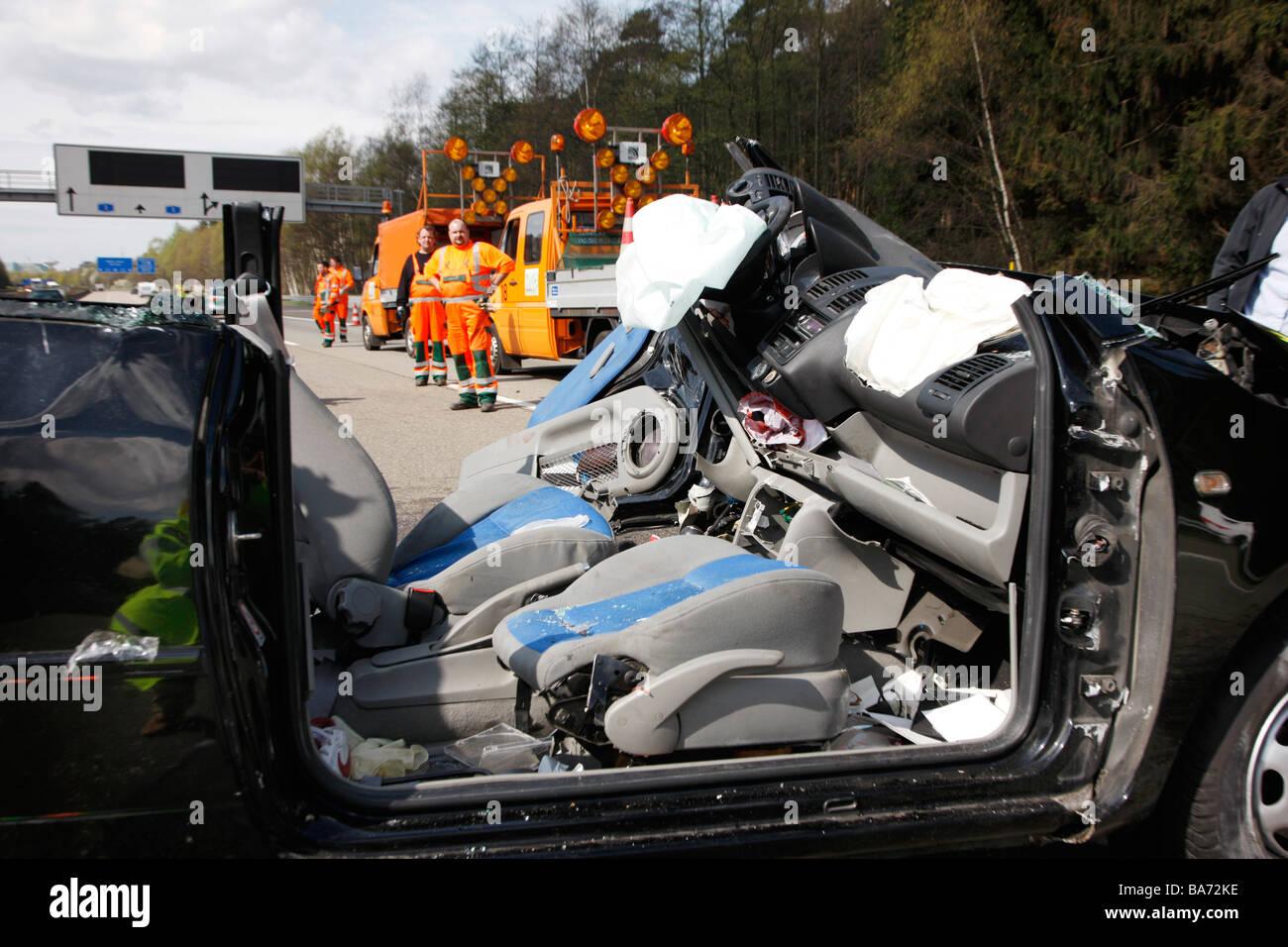 Schwerer Verkehrsunfall auf der Autobahn A1 in Leverkusen ...