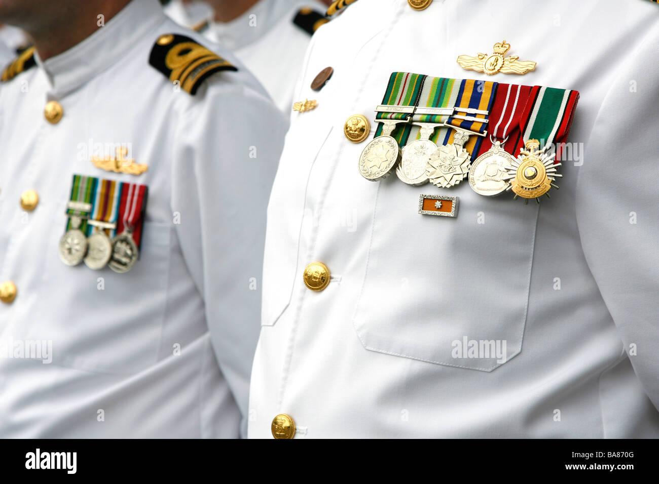 Medaillen auf der Brust eines Mitglieds der australischen Marine. Stockbild