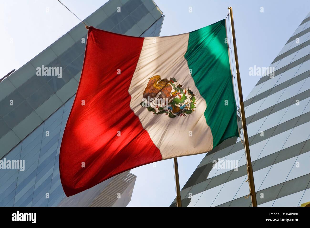 Mexikanische Flagge Finanzviertel Mexiko Stockfoto