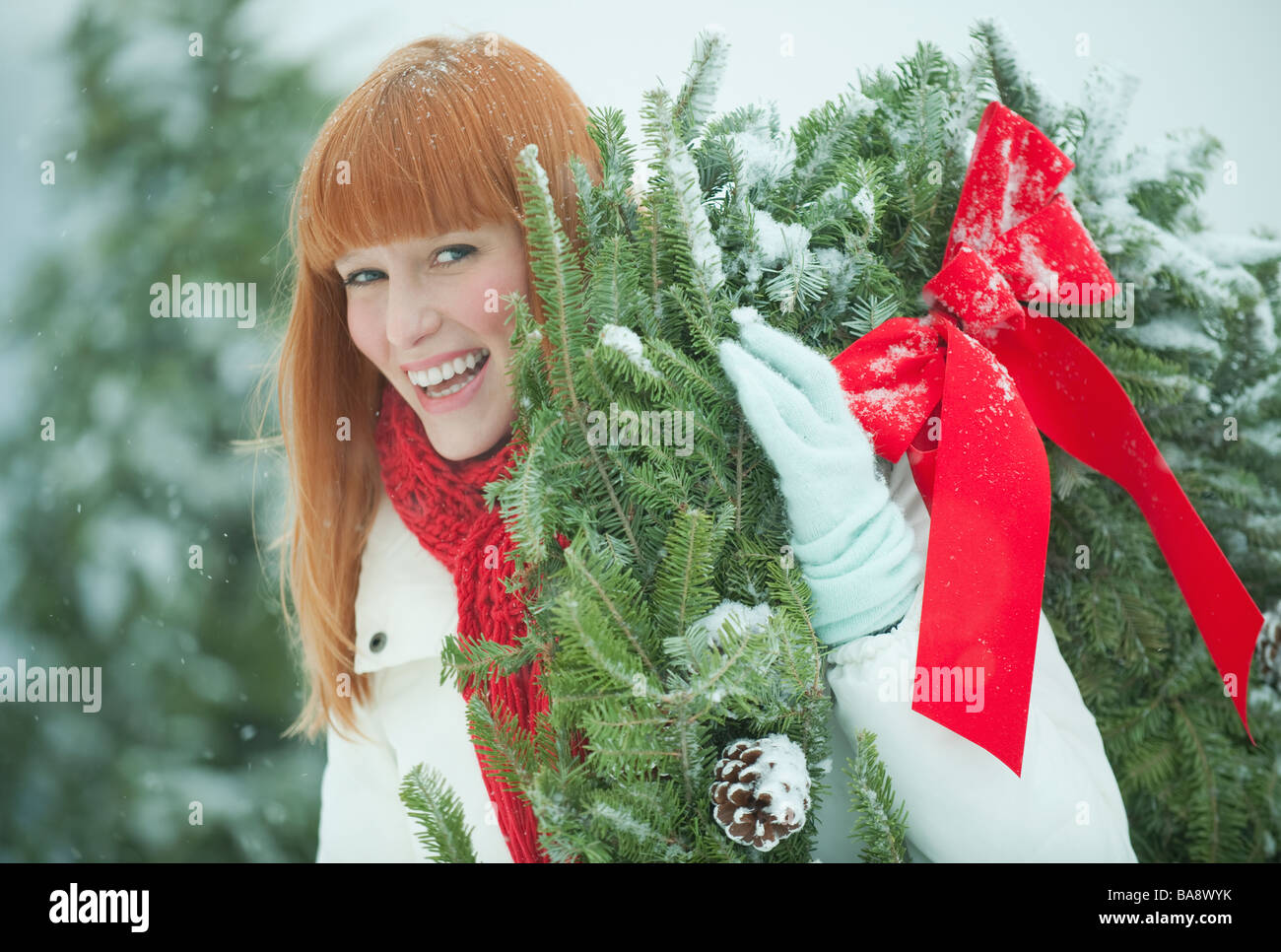 frau mit adventskranz stockfoto bild 23552919 alamy. Black Bedroom Furniture Sets. Home Design Ideas