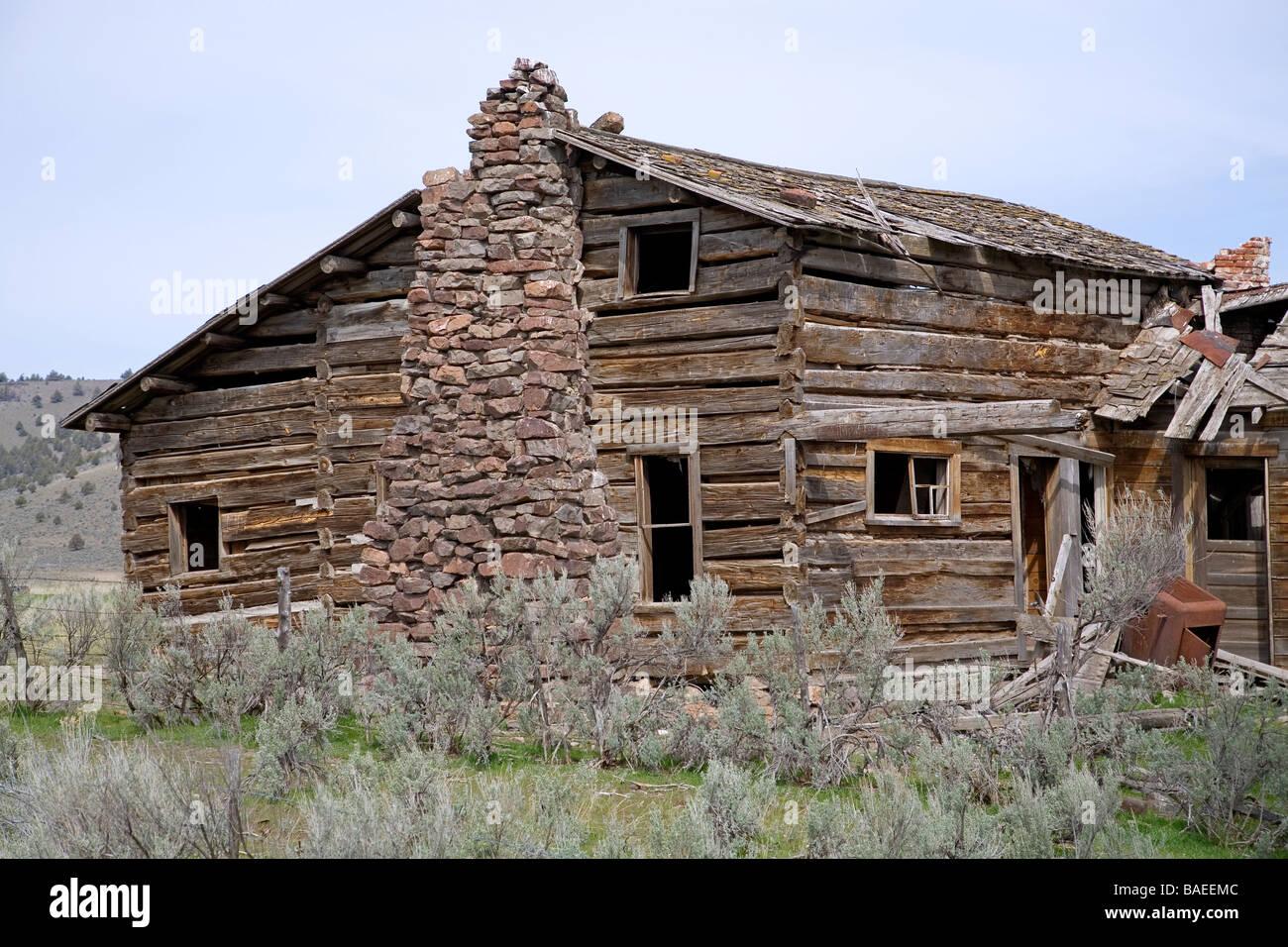 eine 100 jahre alte ranchhaus mit steinkamin und hand gehauen kiefer protokolle paulina oregon - Steinkamin