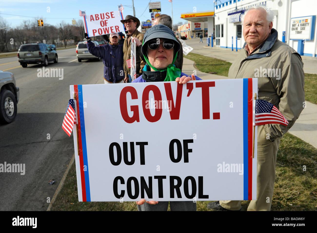 Gewöhnliche Bürger Demonstranten protestieren, Steuern und andere Regierung verschwenderische Ausgaben Stockbild