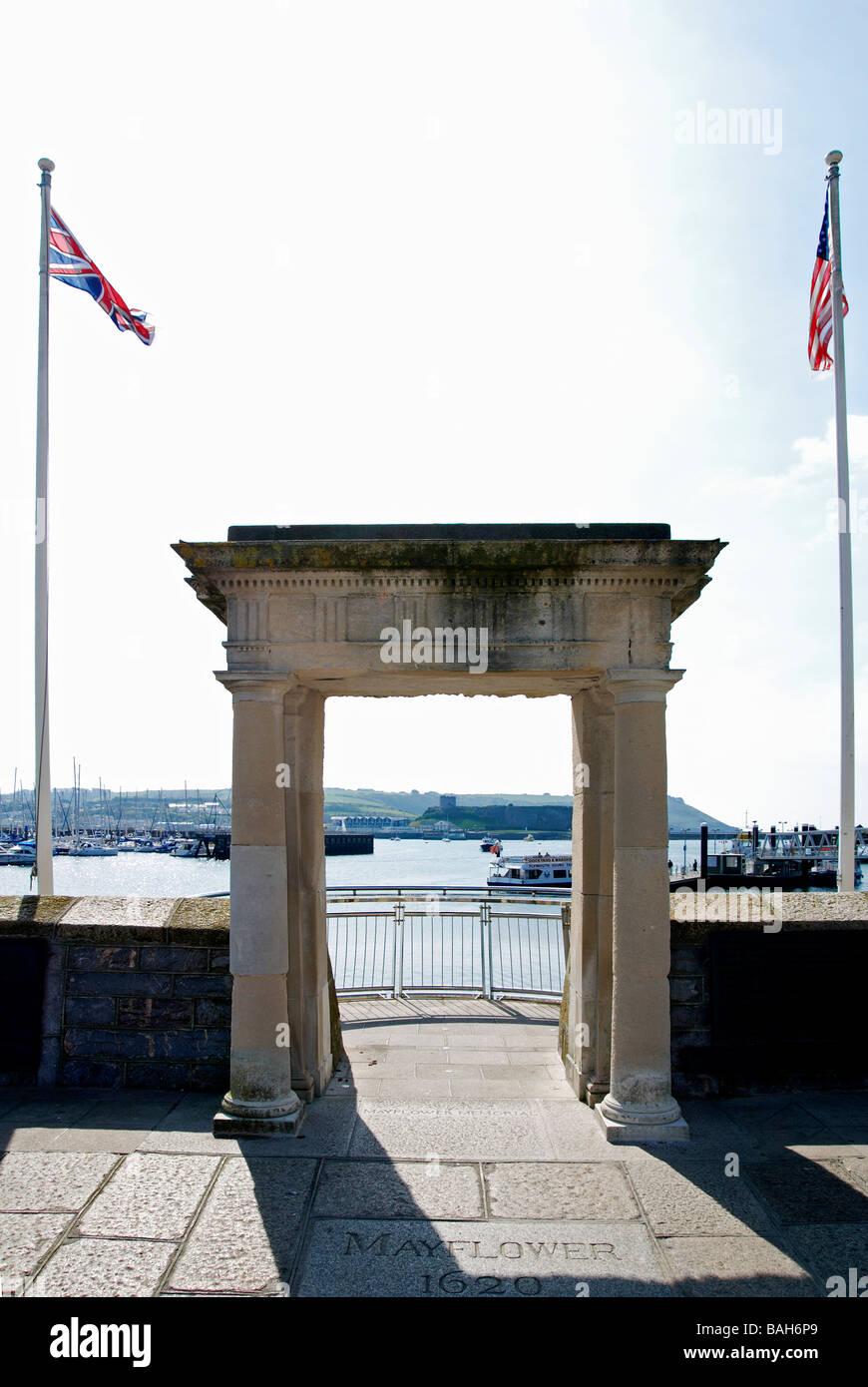 Das Denkmal-Tor an die Mayflower Schritte auf die Barbakane, Plymouth, Devon, uk Stockbild