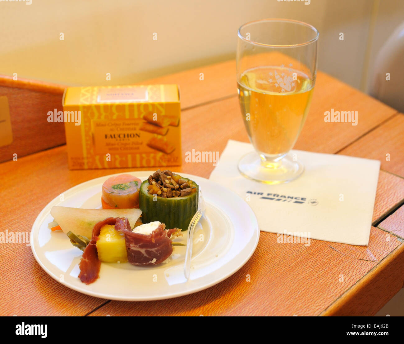 First Class Häppchen und Champagner, Air France La Premiere (First Class) Stockbild