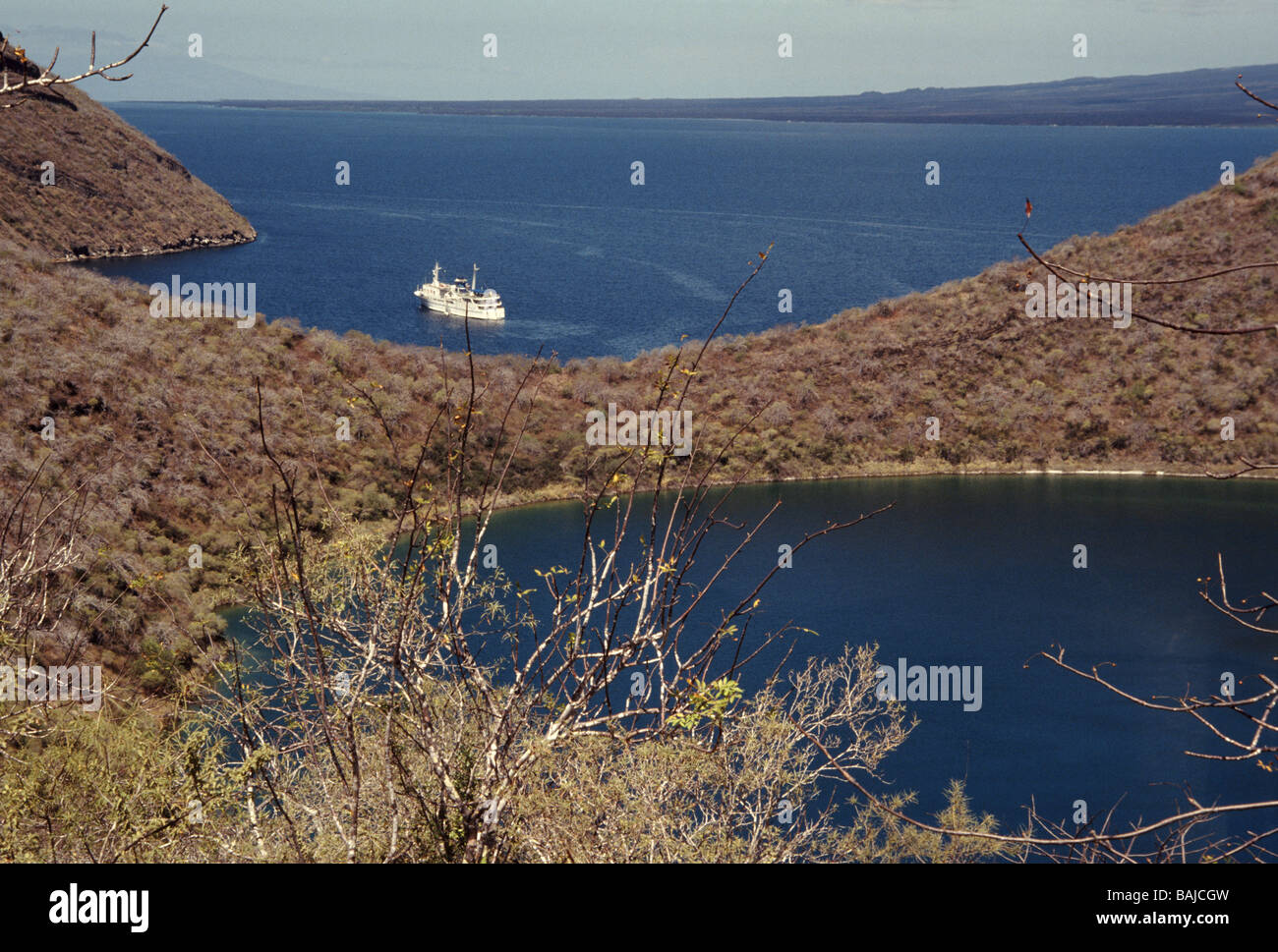 Galapagos-Inseln. Insel Isabela. Blick von oben Tagus Cove in Crater Lake. Stockbild