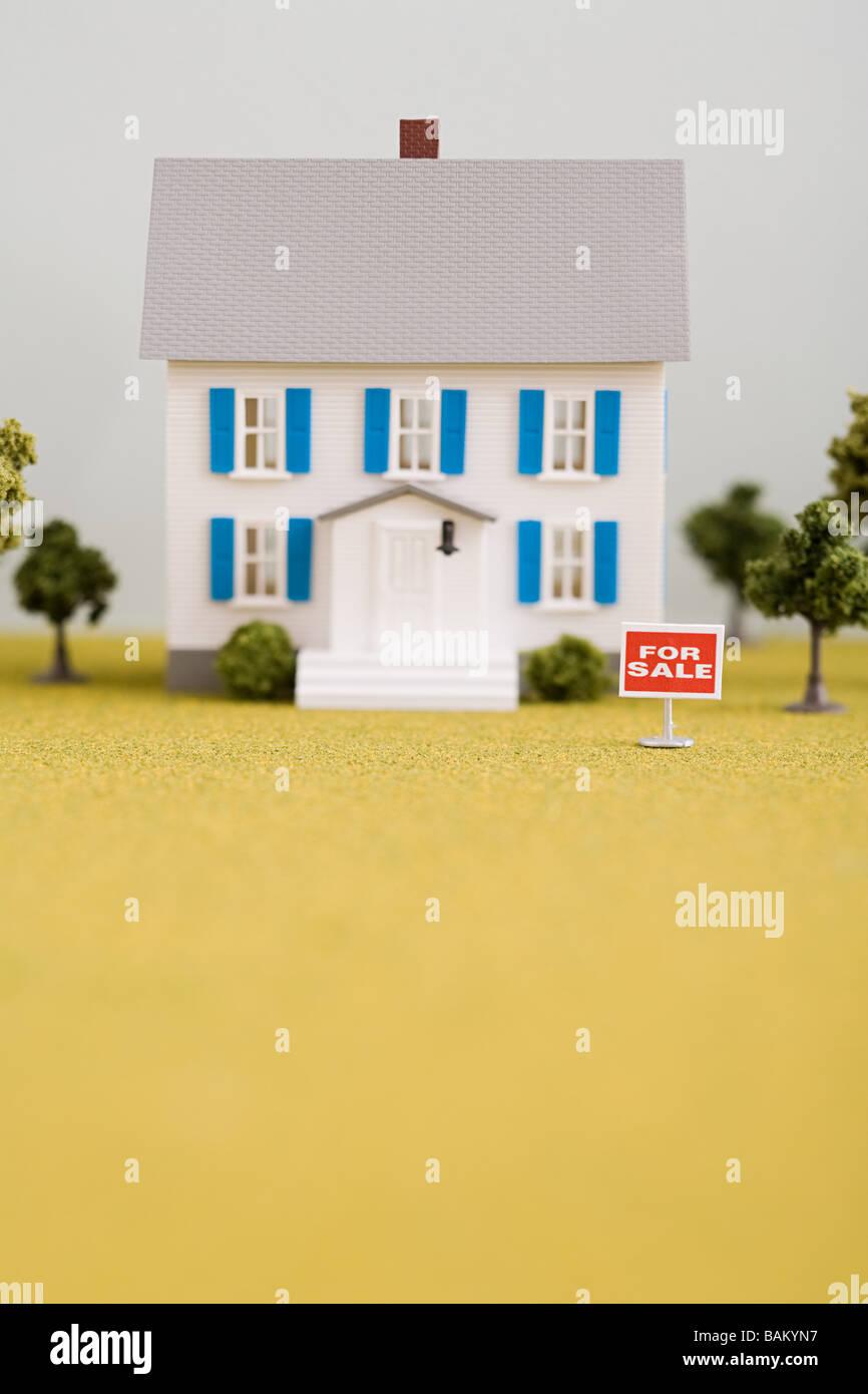Modell des Hauses zum Verkauf Stockbild