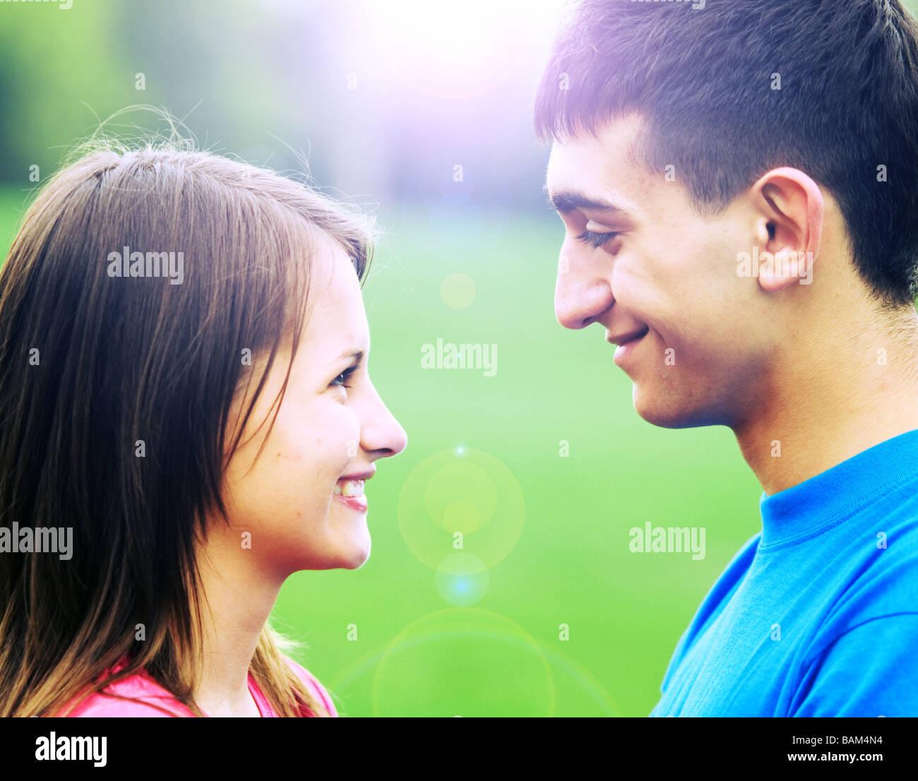 Flirten tief in die augen schauen