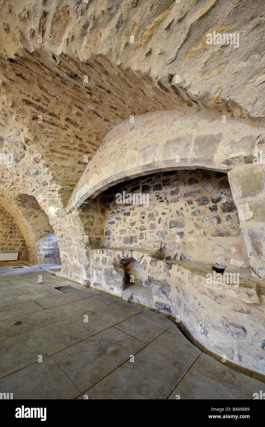 Abtei Sainte-Marie d'Orbieu, der Ofen in der Backstube, Lagrasse, Frankreich. Stockbild