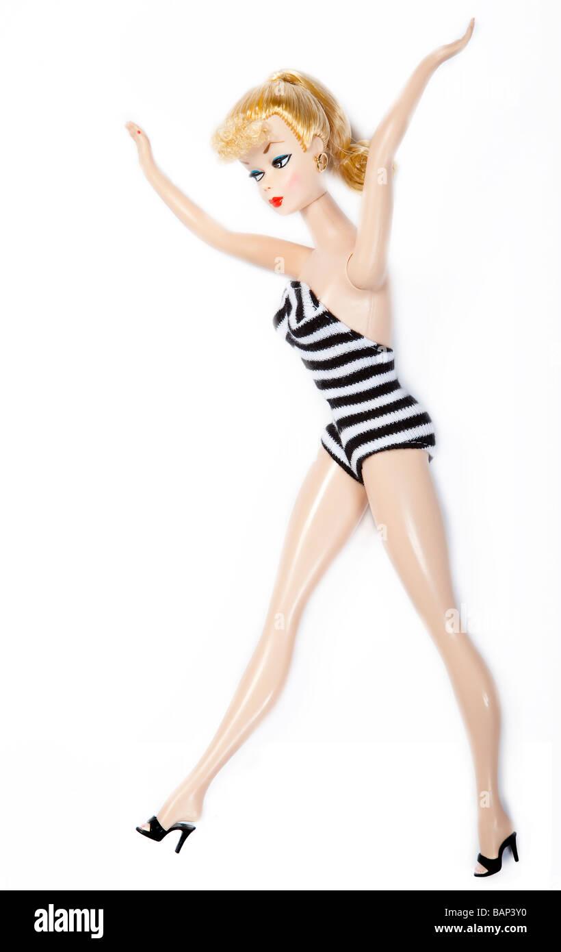 50th Anniversary Edition Barbie Puppe mit schwarzen und weißen 50er Jahre Stil gestreiften Badeanzug Stockbild