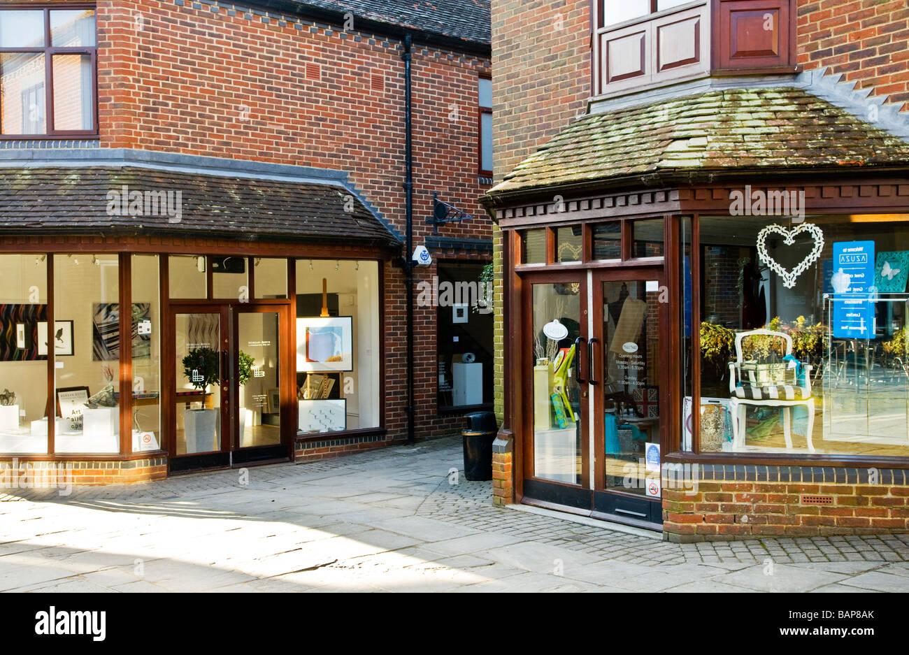 Kunst-Galerie und Geschenk-Shop in Hughenden Hof eine Fußgängerzone der gehobenen Geschäften und Stockbild