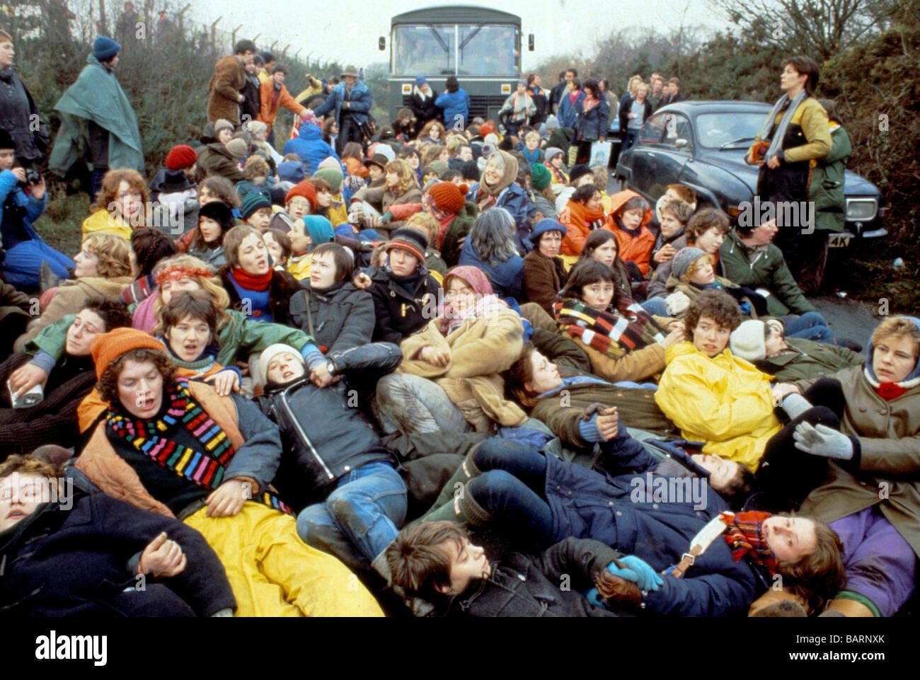 Greenham Berkshire UK Dezember 1982 Demonstranten auf das Friedenslager Greenham Common Frauen s Stockbild