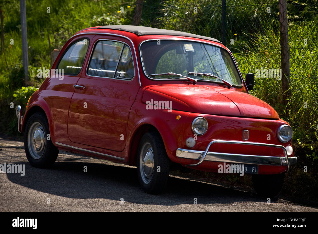 Eine rote original Fiat 500 (Toskana - Italien). FIAT 500-Weine Rouge (Toscane - Italie). Stockfoto