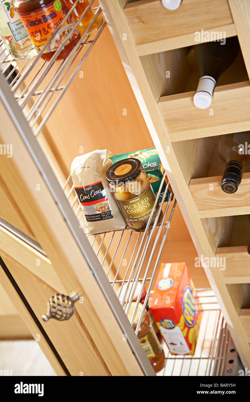 Moderner Küche mit Speisekammer Tür öffnen Stockfoto, Bild: 23883149 ...