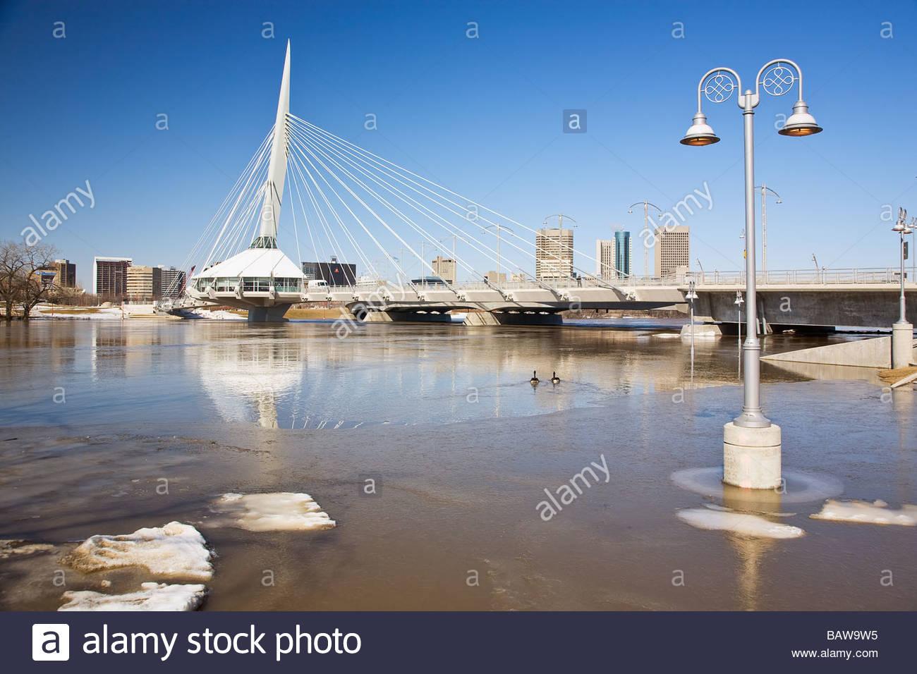 Frühjahr Überschwemmungen entlang des Red River in Downtown Winnipeg ...
