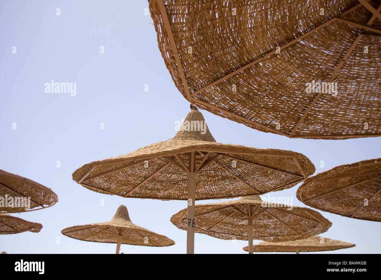 Nahaufnahme von der Strand-Sonnenschirme in Scharm el-Scheich Stockbild