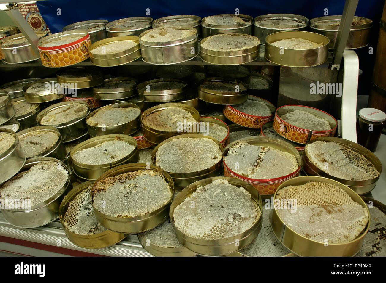 Honig auf dem Kamm am Balci Nuri im Bereich Zeyrek von Istanbul, Türkei Stockfoto