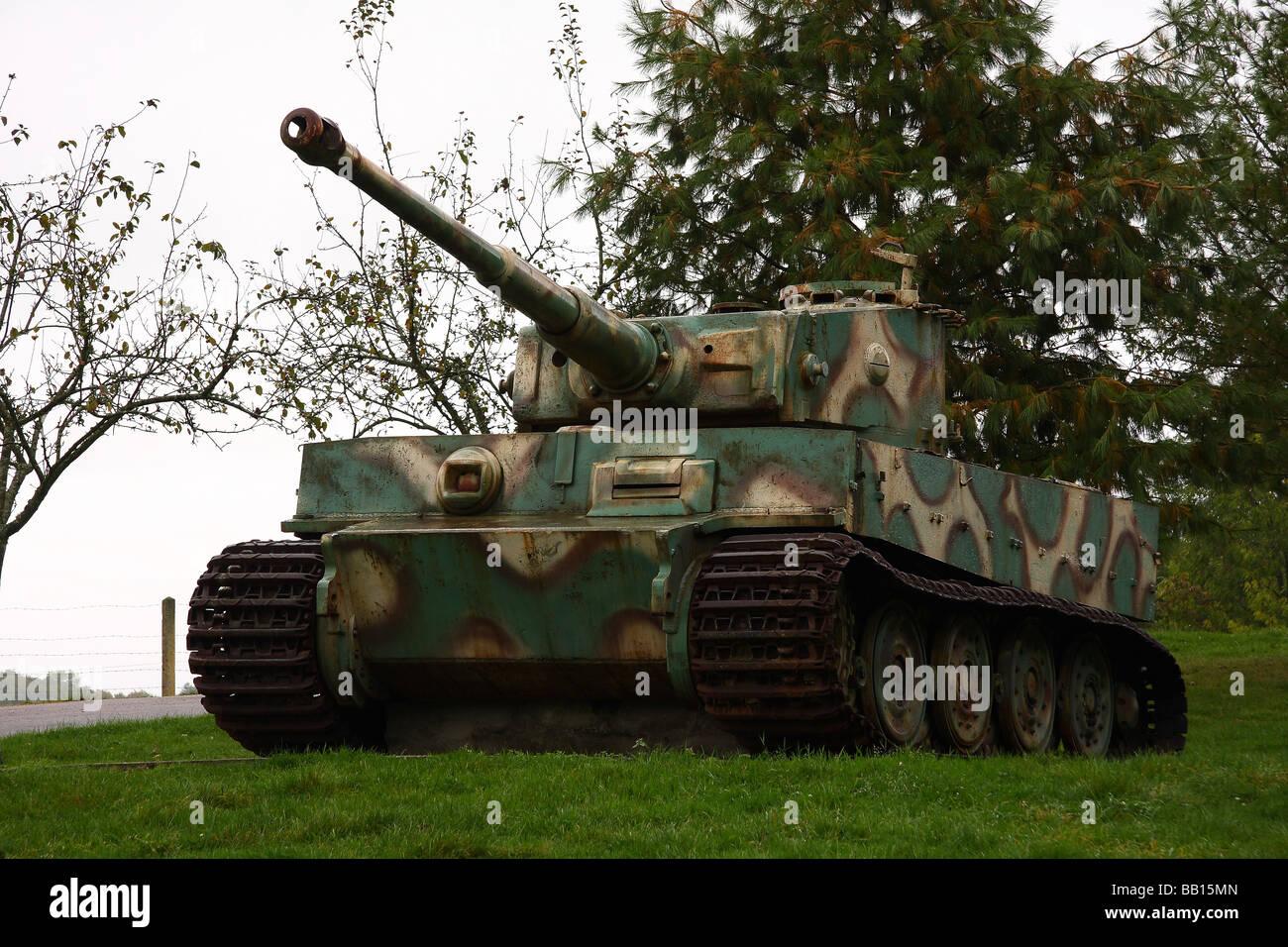 tiger panzer typ e nummer 231 auf einem betonsockel au erhalb von vimoutiers normandie. Black Bedroom Furniture Sets. Home Design Ideas