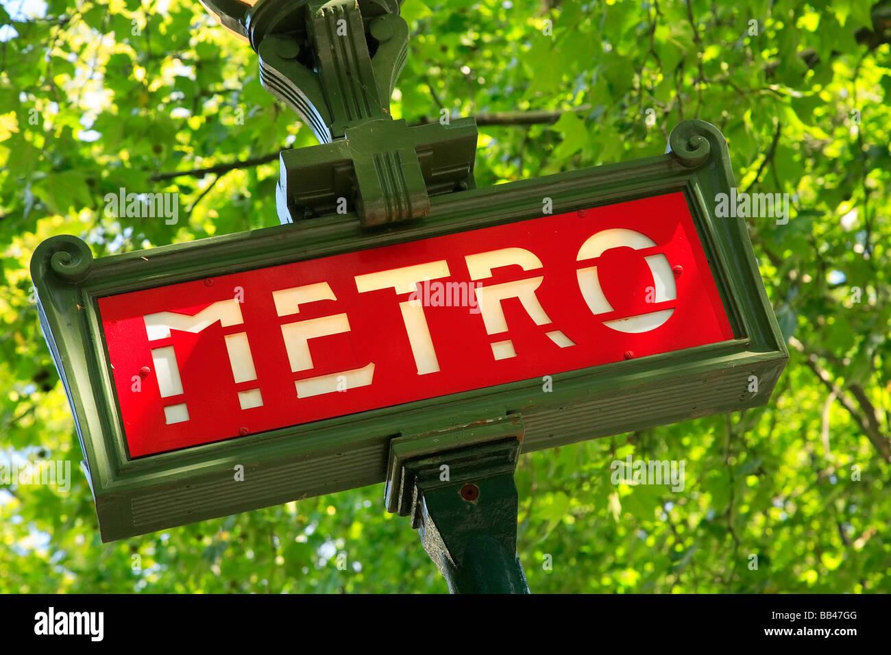 METRO UNTERZEICHNEN IN PARIS FRANKREICH Stockbild