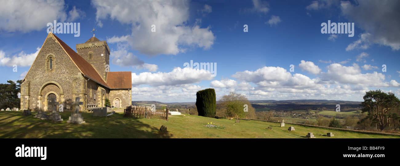 St. Martha Kirche Panoramablick North Downs Way Surrey Hills Stockbild