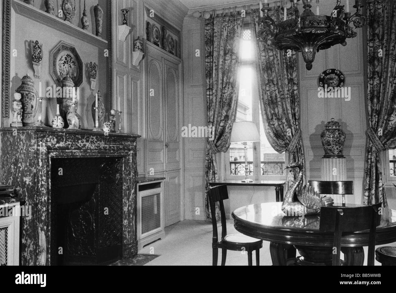Salon With Fireplace Stockfotos & Salon With Fireplace Bilder - Alamy