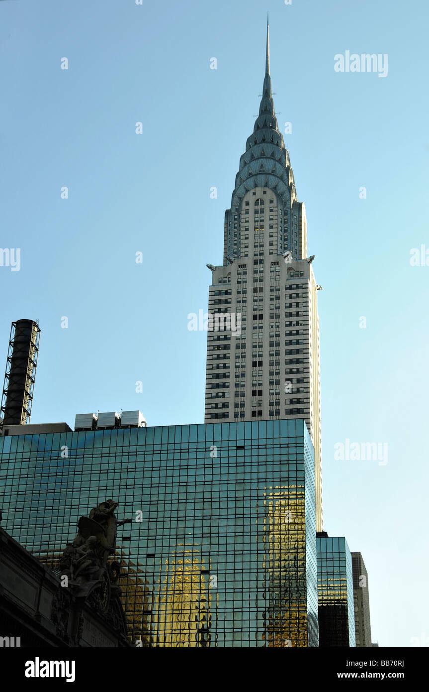 Statue - kunstvolle Uhr am Haupteingang des Grand Central Terminal Railway Station und Chrysler Building - New York Stockbild