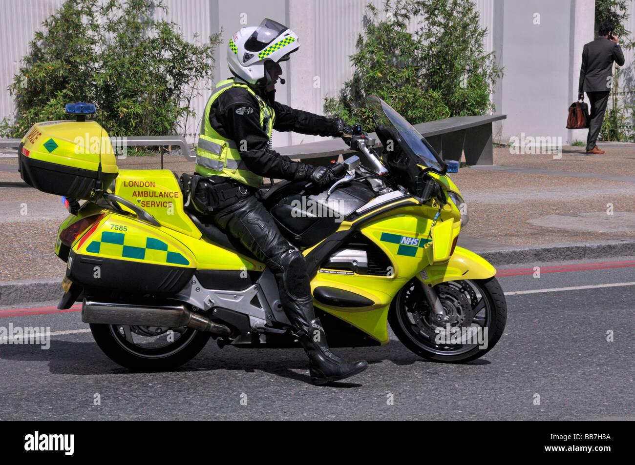 London Ambulance Service Sanitäter auf Motorrad Stockbild