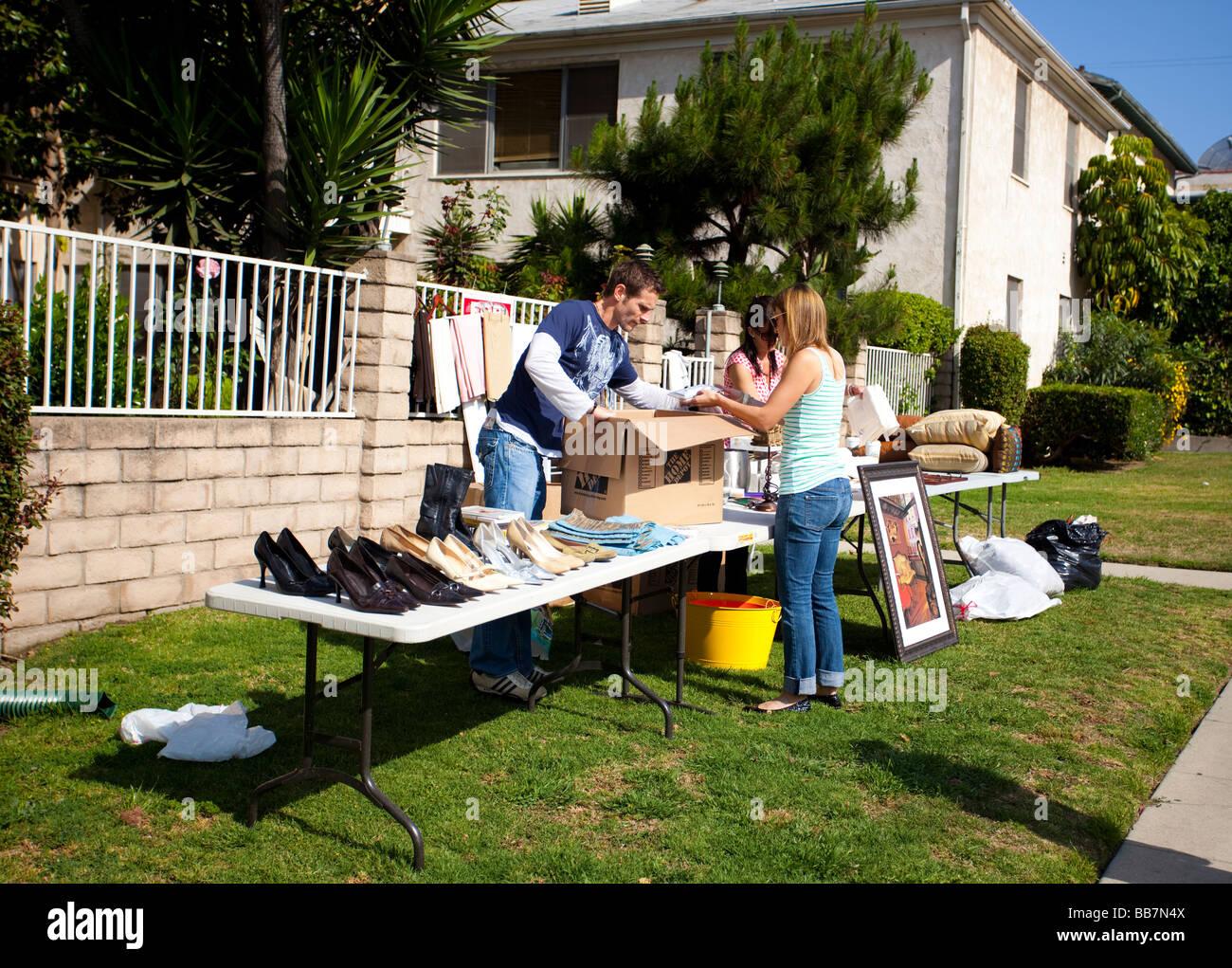Täglichen Leben In Der Stadt: Nachbarschaft Garage (Garten, Rasen) Verkauf,  Los
