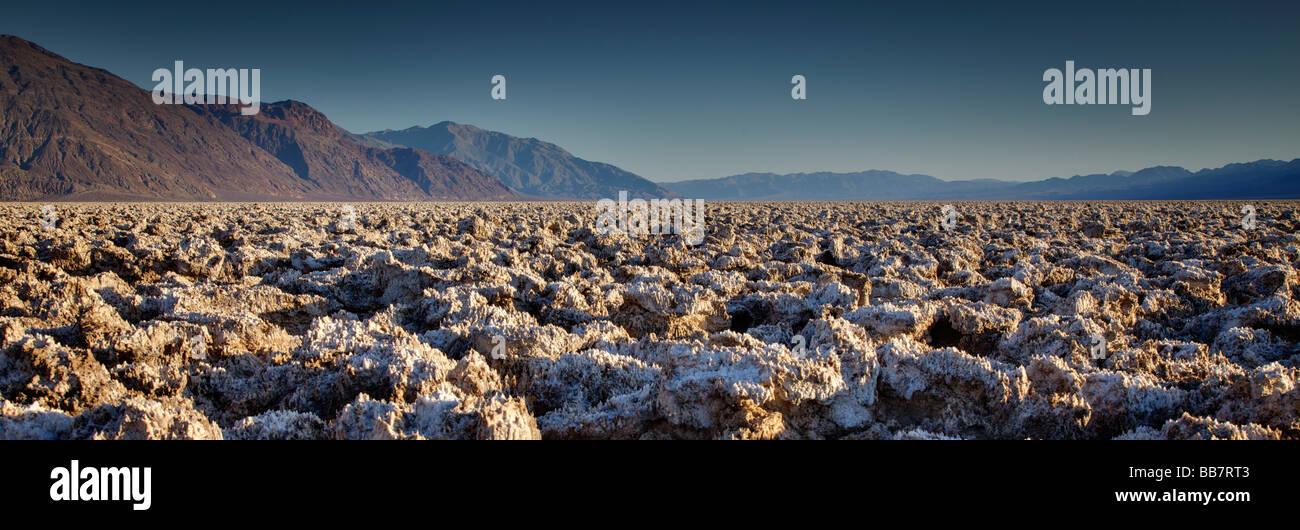 Panoramablick von The Devils Golf Course in Death Valley Nationalpark Kalifornien USA Stockbild