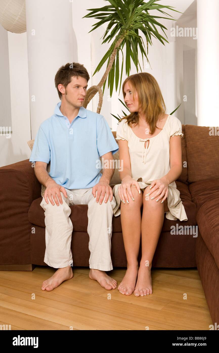 Menschen Zwei Mann Frau Paar 25 30 Jahre Erwachsene Dunkel
