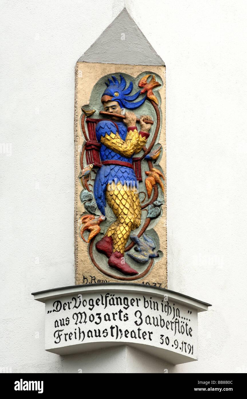 Papageno-Statue in Erinnerung an die Lage der k.k. Privilegierten Wiedner Theater, auch bekannt als Freihaustheater Stockbild