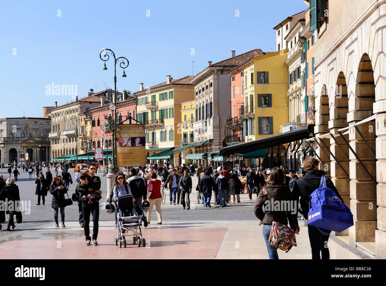Piazza Erbe Platz, Verona, Gardasee, Italien, Europa Stockbild