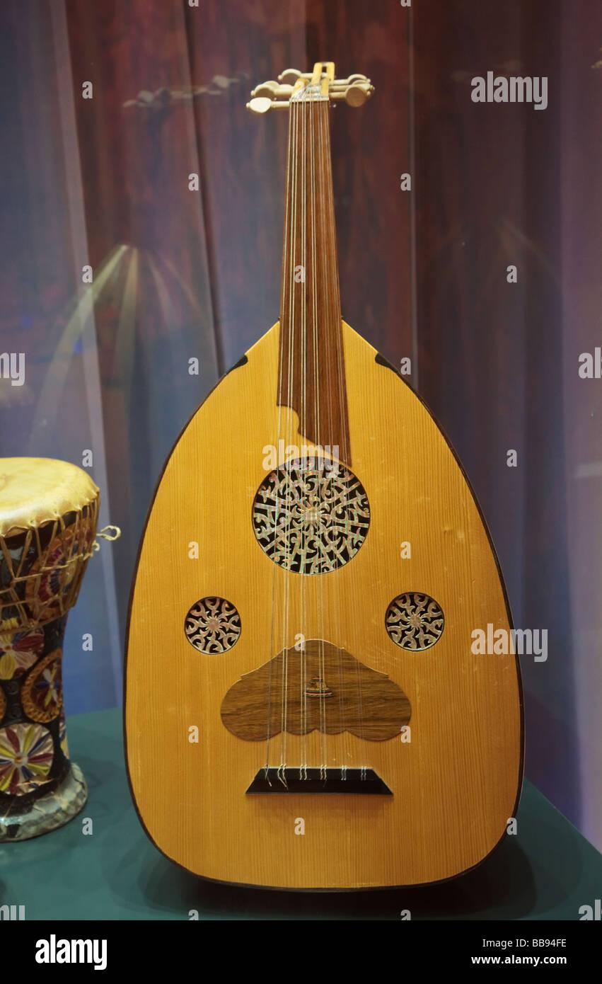 Mittelalterlichen andalusisch arabischen Qitara oder laute Stockbild