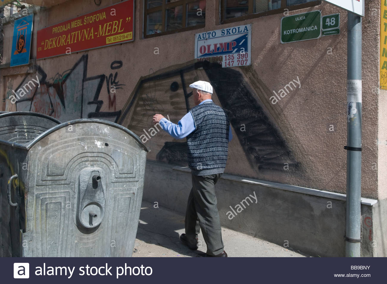 bosnia graffiti stockfotos bosnia graffiti bilder alamy. Black Bedroom Furniture Sets. Home Design Ideas