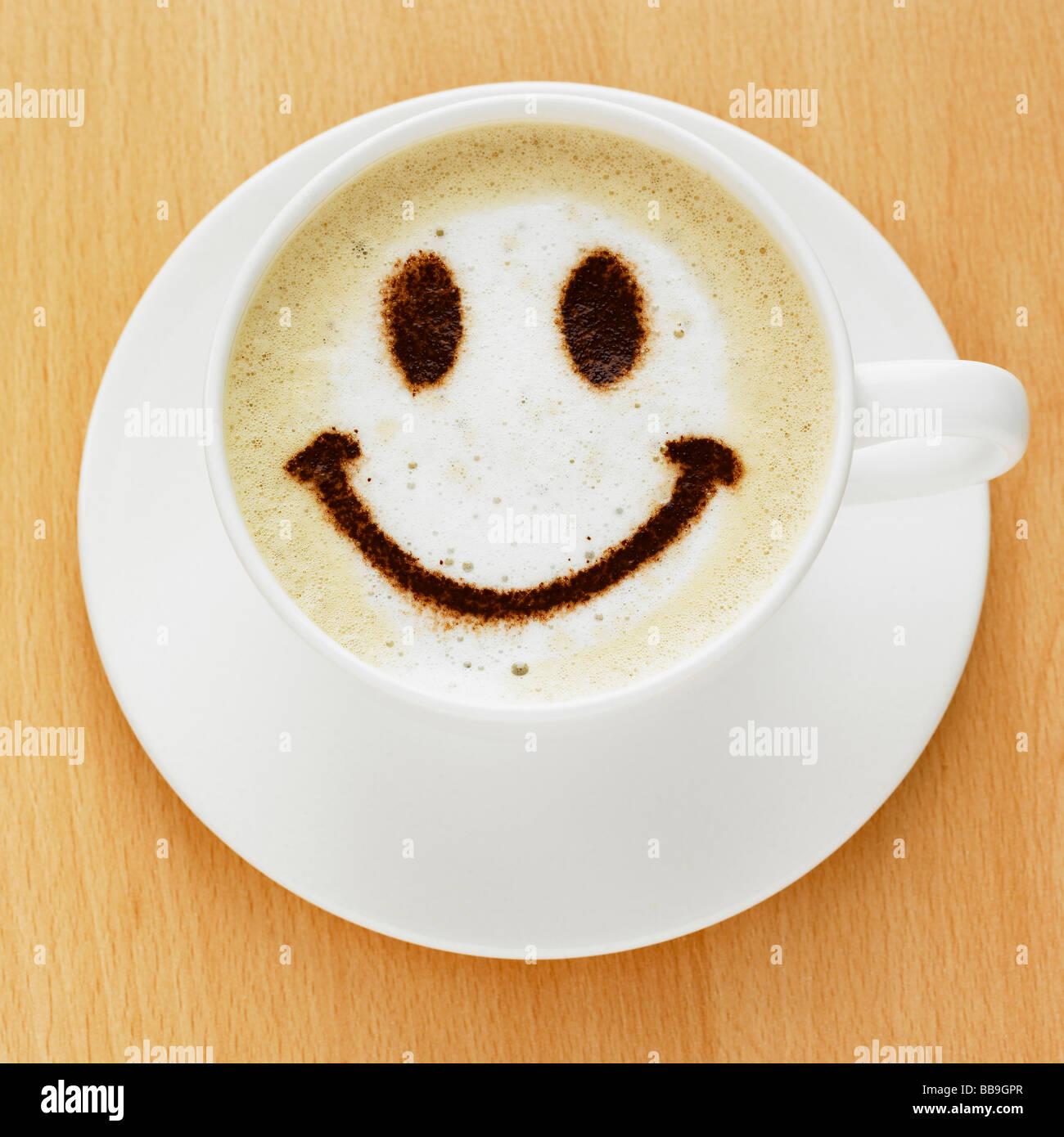 Smiley coffee stockfotos smiley coffee bilder alamy - Bilder cappuccino ...
