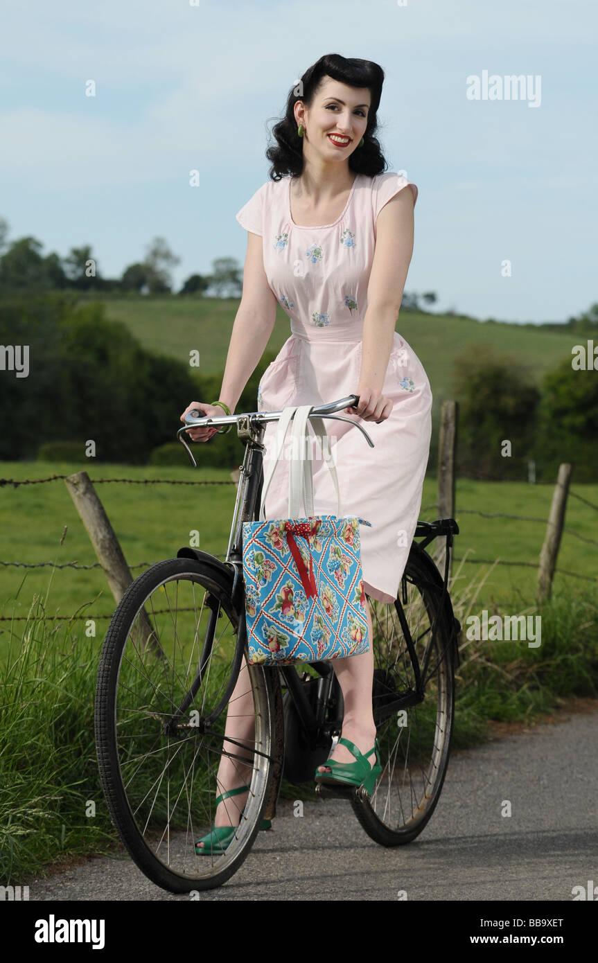 Frau auf einem Fahrrad Stockfoto
