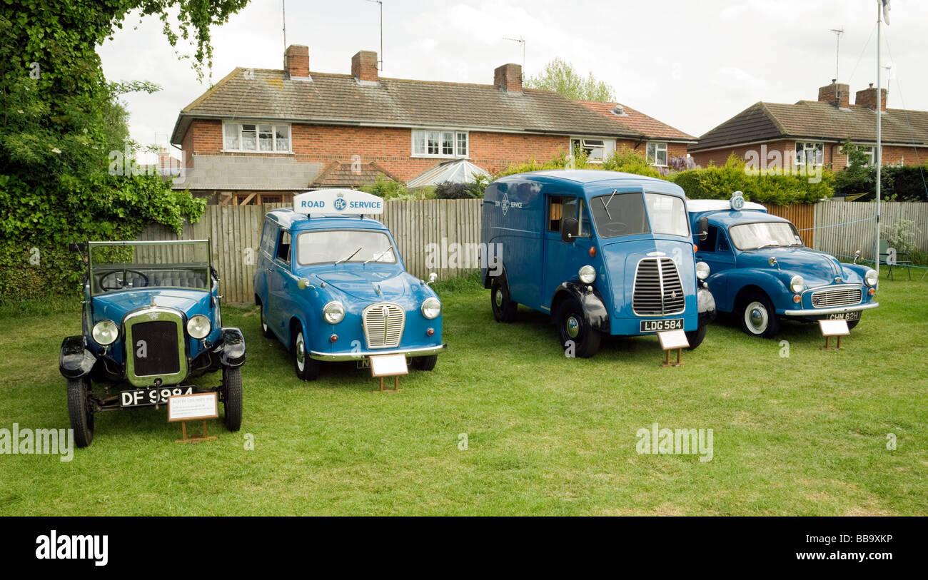 Vier alte RAC Rettungsfahrzeuge im Wandel der Zeit; Wallingford Classic-Rallye, Oxfordshire, Vereinigtes Königreich Stockbild