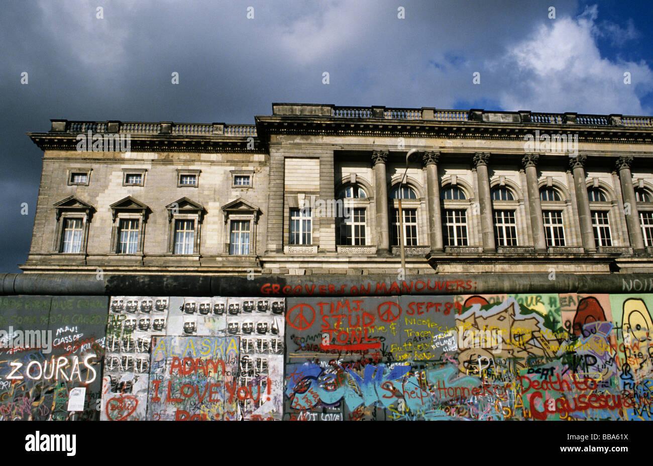 Berliner Mauer vor dem Fall der Mauer, auf der Rückseite Preussischer Landtag, Preußische Landtag heute Stockbild