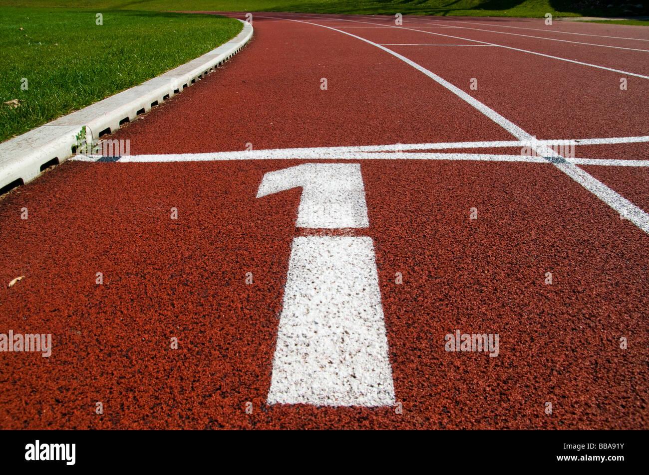 Laufenden Track Nummer 1 in einem Stadion Stockbild