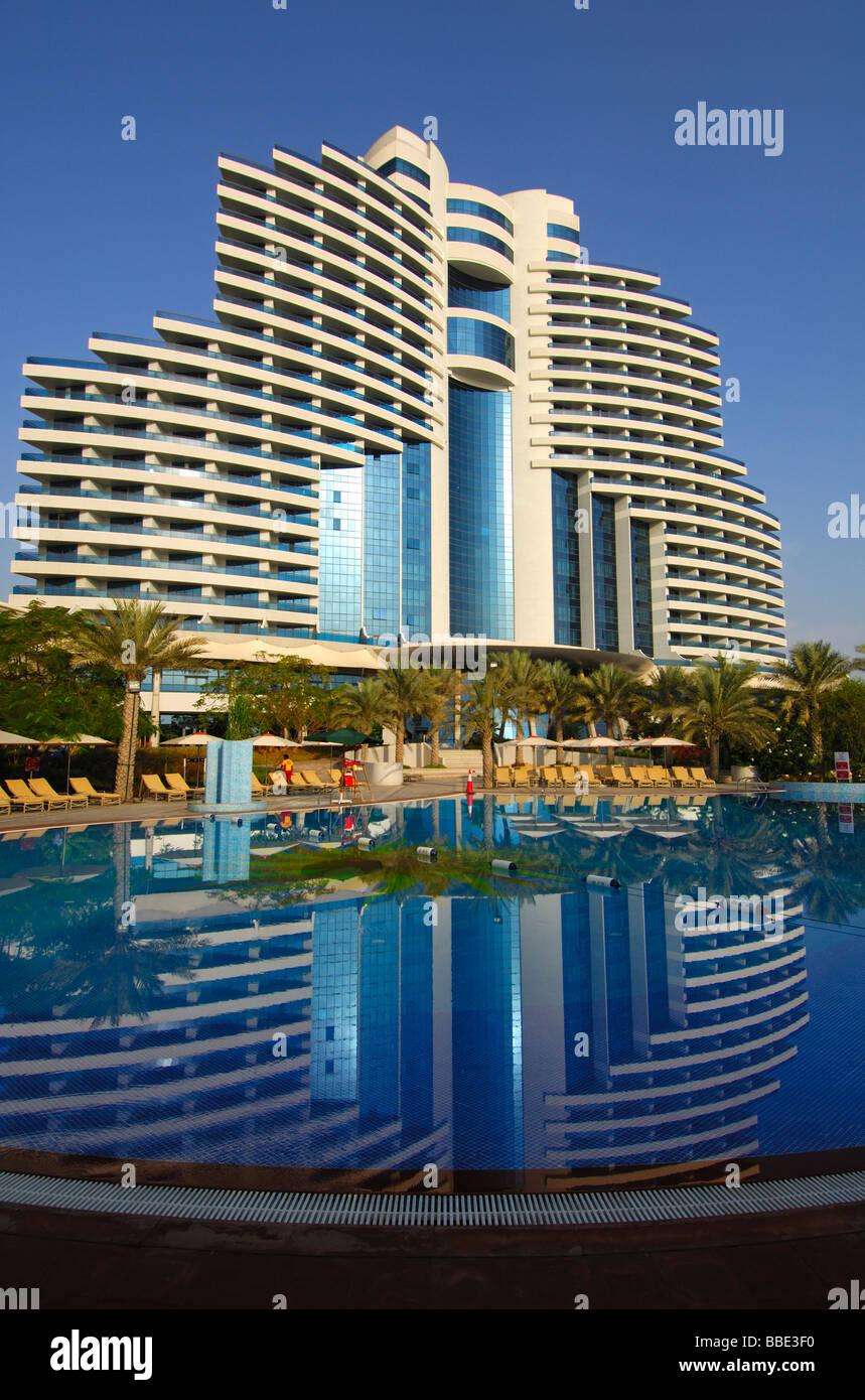 Le Meridien Hotel Al Aqah Beach Resort Hotel Spiegelt Sich In Den