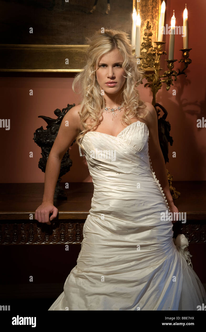 Big Dress Stockfotos & Big Dress Bilder - Alamy