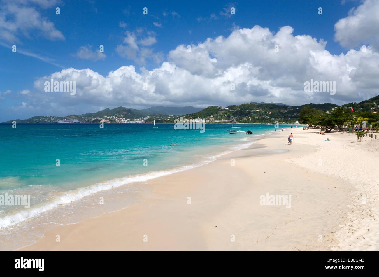 WEST INDIES Grenada Karibik St George Grand Anse Strand Wellen von türkisblauem Meer brechen auf zwei Meilen Stockbild