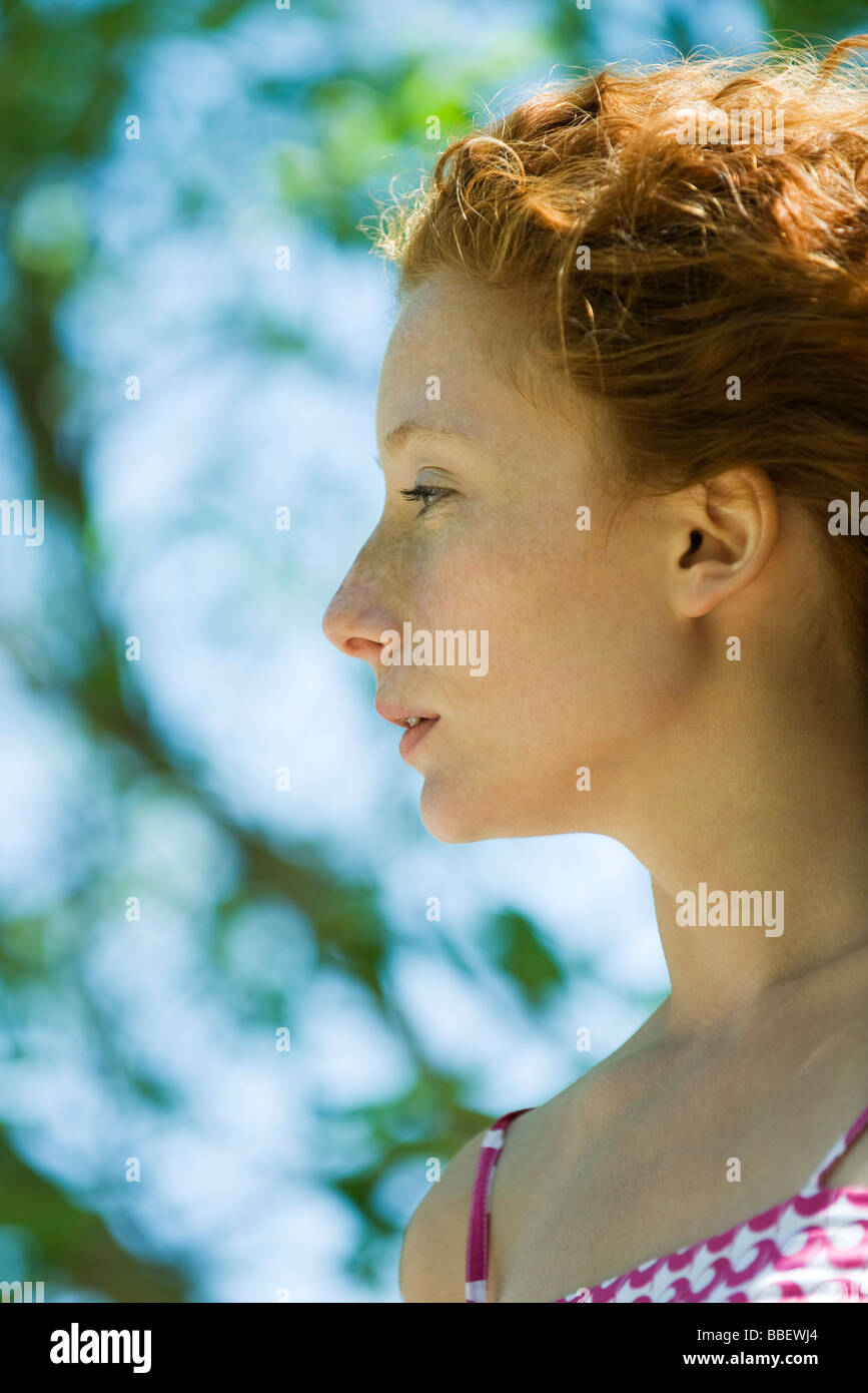Junge rote behaarte Frau im Profil, Porträt Stockfoto