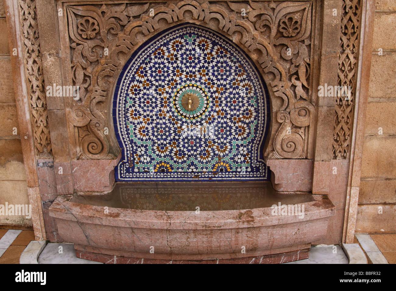 Afrika, Nordafrika, Marokko, Rabat, Rabat-Sale, Riad Dar El Mouhit, maurischen Stil, Outdoor Wand Brunnen Stockbild