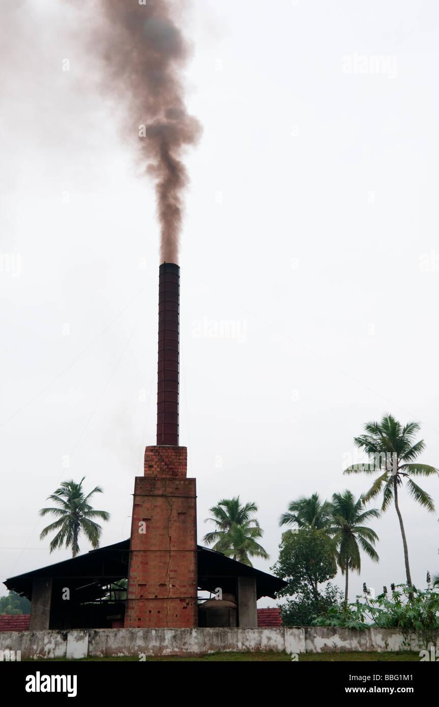 Fabrik Schornstein in Kerala in Südindien Stockbild